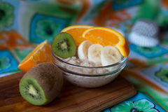 Farinha de aveia com fruto Foto de Stock