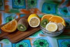 Farinha de aveia com fruto Fotografia de Stock Royalty Free