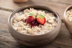 Farinha de aveia do café da manhã com leite Fotos de Stock