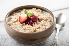 Farinha de aveia do café da manhã com leite Imagem de Stock Royalty Free