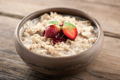 Farinha de aveia do café da manhã com leite Foto de Stock