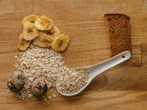 Farinha de aveia e ovos e textura da madeira das microplaquetas do pão e da banana Foto de Stock