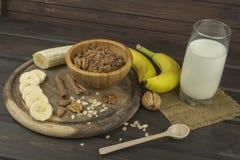 Farinha de aveia para o café da manhã que prepara refeições da dieta Fotografia de Stock