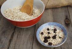 Farinha de aveia seca com passas Alimento saudável Imagens de Stock Royalty Free