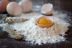 Farinha e ovos Fotos de Stock Royalty Free