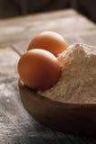 Farinha e ovos Fotografia de Stock