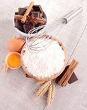Farinha, ovo e ingredientes fotos de stock