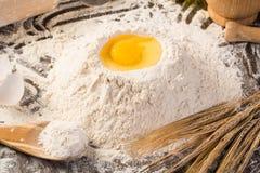 Farinha, ovos, ainda-vida do trigo Fotografia de Stock