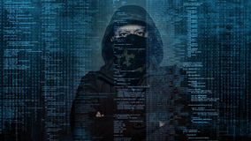 Farlig en hacker som stjäler data - begrepp Royaltyfria Bilder