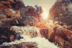 Farlig flodkorsning Royaltyfria Foton
