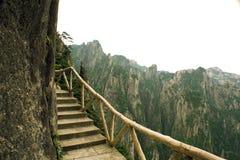 farlig huangshan för porslin som trail trekking Arkivbild