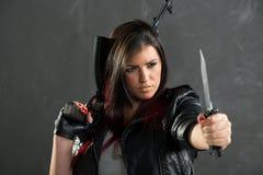 Farlig och beväpnad flicka Arkivfoton