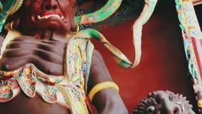 Farlig vaktBuddhist staty i kinesisk tempel lager videofilmer