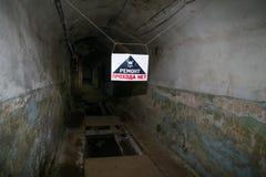 Farliga bunker och skydd för hemlig kommunistparti kärn- - royaltyfri bild