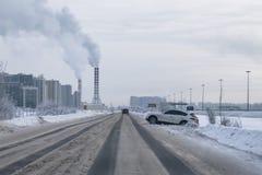 Farliga vägar i vinter, trafikolyckor i vinter royaltyfria foton