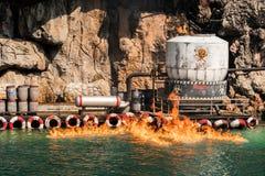 Farligt kemikalieläckage var brinnande down fotografering för bildbyråer