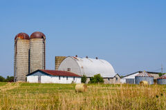 Farm silo and barn Royalty Free Stock Photography