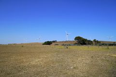 Farm Wiatrowych turbiny - Odnawialne Czyści Zieloną energię obrazy royalty free