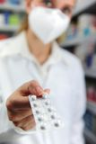 Farmacéutico con la máscara Imagen de archivo libre de regalías