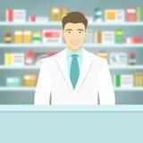 Farmacéutico joven del estilo plano en la farmacia enfrente de estantes de medicinas Imágenes de archivo libres de regalías