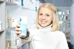 Farmacéutico sonriente hermoso fotos de archivo