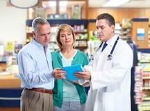 Farmacêutico com um par superior. Imagens de Stock