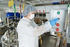 Farmaceutische de industriearbeider Stock Foto's