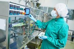 Farmaceutische fabrieksarbeider Royalty-vrije Stock Afbeeldingen