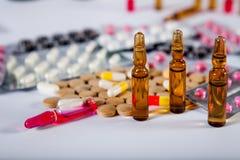 Farmaceutische medicijn en geneeskundepillen in pakken Royalty-vrije Stock Foto