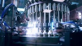 Farmaceutische productielijn bij fabriek Farmaceutische kwaliteitscontrole stock videobeelden