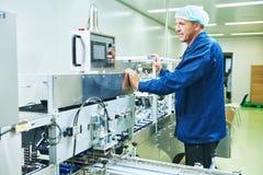 farmaceutisk arbetare för fabrik Arkivfoton