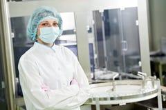 Farmaceutisk fabriksarbetare Royaltyfri Foto