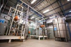 Farmaceutisk produktionsanläggninginre royaltyfri foto