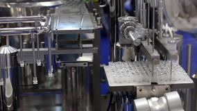 Farmaceutisk utrustning, fyllnads- maskin stock video