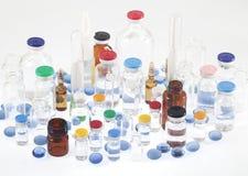 Farmaceutiska små medicinflaskor Royaltyfria Foton