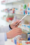 Farmaceuty Czytelnicza recepta Fotografia Stock