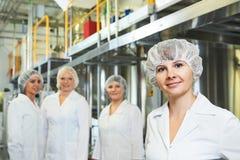 Farmaceutyczni pracownicy fabryczni Fotografia Royalty Free