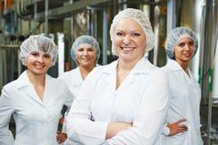 Farmaceutyczni pracownicy fabryczni Zdjęcia Stock