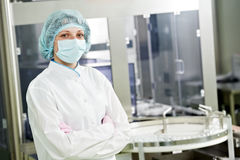Farmaceutyczny pracownik fabryczny Zdjęcie Royalty Free