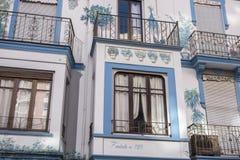Farmacia coloreada artística del edificio de la fachada desde 1929 en Castello Imágenes de archivo libres de regalías