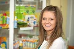 Farmacista alla farmacia Immagine Stock