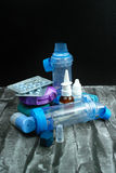 Farmaco di asma Insieme degli inalatori e del farmaco Fotografia Stock