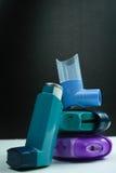 Farmaco di asma Insieme degli inalatori e del farmaco Immagine Stock Libera da Diritti