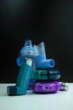 Farmaco di asma Insieme degli inalatori e del farmaco Immagini Stock