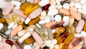 Farmaco di trattamento del gruppo del mucchio delle capsule delle pillole di supplemento della vitamina Immagine Stock