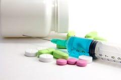 Farmaco e siringa Fotografia Stock