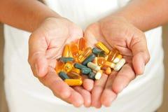 Farmaco nelle mani fotografia stock libera da diritti