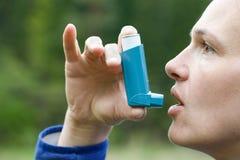 Farmaco paziente di inalazione di asma Immagine Stock Libera da Diritti