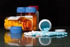 Farmaco Splling sul contatore Fotografia Stock Libera da Diritti