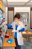 Farmacêutico Working na farmácia Fotos de Stock